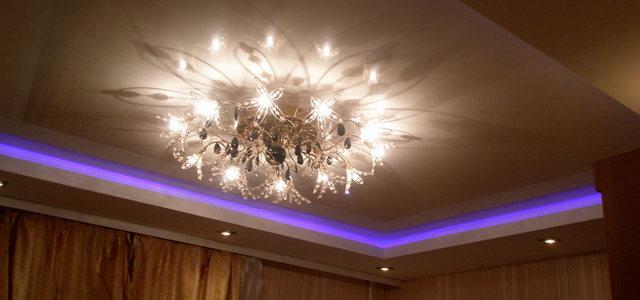 Натяжные потолки с подсветкой от производителя Ремонтофф. Ремонт и отделка квартир под ключ.